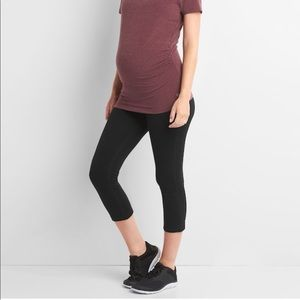 NWT Gap fit maternity gfast capri leggings